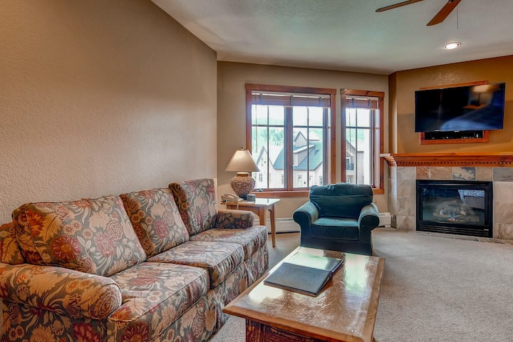 Studio on Main Street with an outdoor pool & hot tubs - close to skiing!