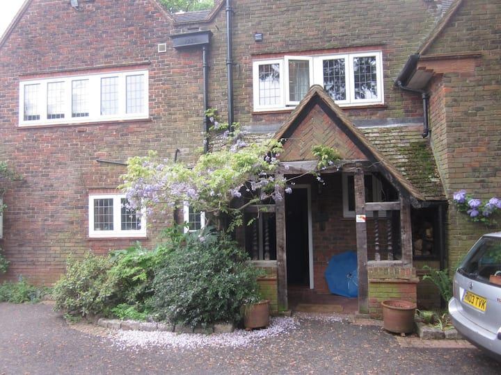 4 Bed Room Nr Tube Brunel Stockley Pinewood H'row
