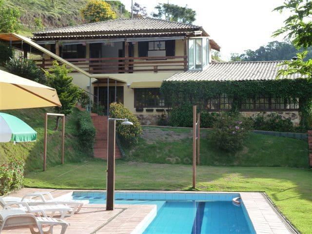 Sítio em condomínio fechado a 10 Mn de Itaipava