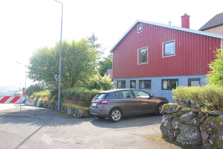 Bright and spacy- room for many - Tórshavn - House