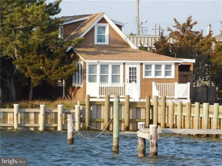 Charming Harvey Cedars Historic Cottage on the Bay