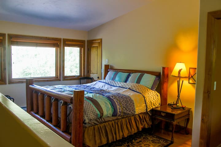 Spacious Meadow Creek Townhome - Free bus to Vail
