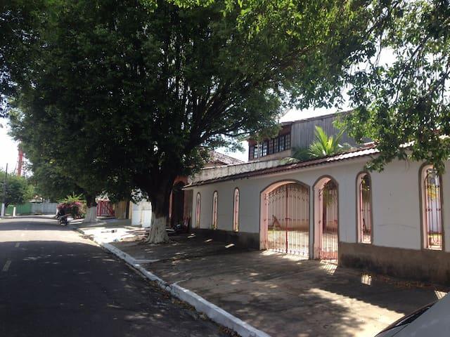 Casa  próx. ao Farol, 2 suítes, 1 quarto, piscina