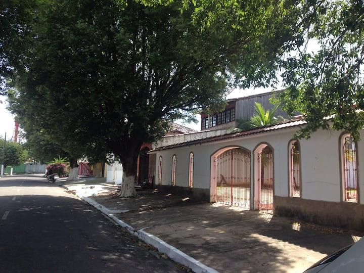 Casa  próx. ao Farol, 3 suítes, 1 quarto, piscina