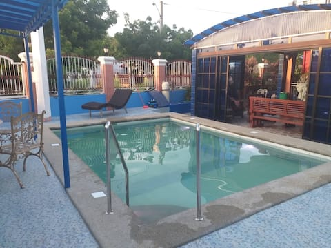 Peter's place with private pool