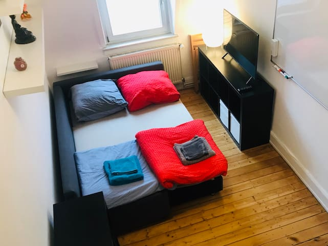 Cozy Central Netflix room- 2min to Philosophenweg