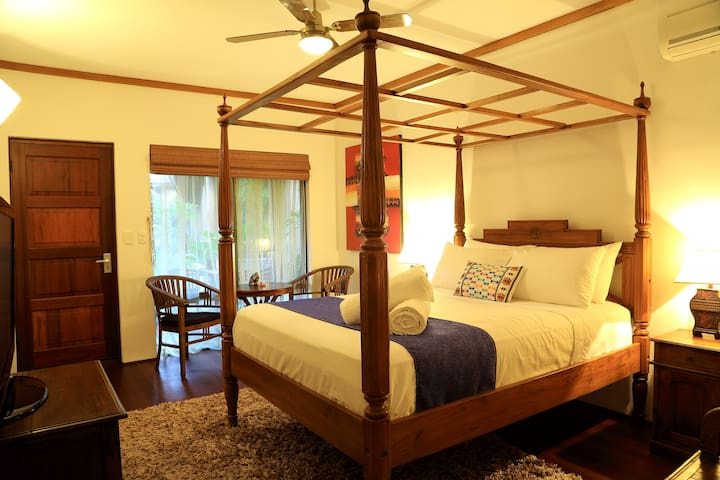 Bali@Avalon Mandurah B & B – One Queen Bed Suite