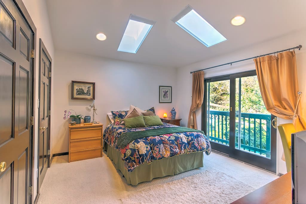 The guest suite -- queen bed, vaulted ceiling with skylights and Anderson sliding door. Very private.