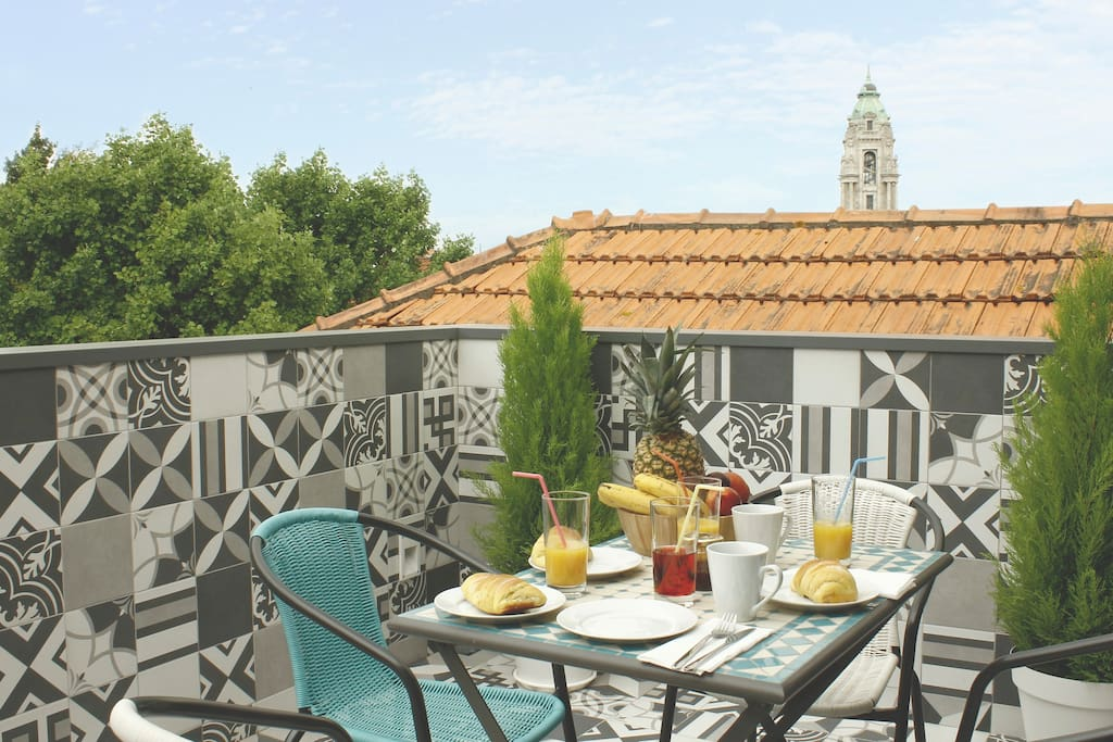 From the terrace you can enjoy a relaxing moment with a view to the City Hall Tower.