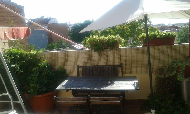 Habitación 1° baño privado Ático Madrid - España.