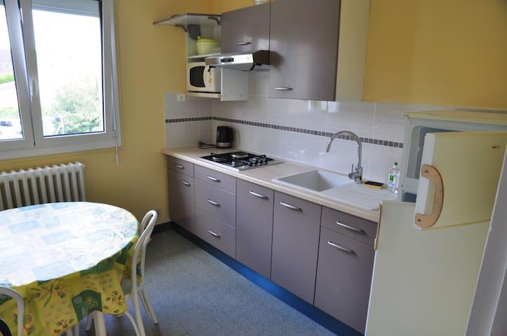 cuisine équipée, vaisselle incluse