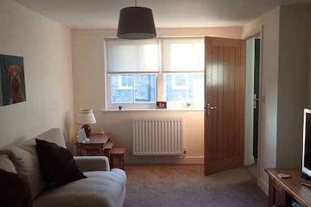 Modern Town Centre Cottage with Parking - Kendal - House