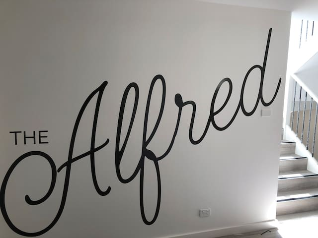 THE ALFRED DELUXE APARTMENTS !