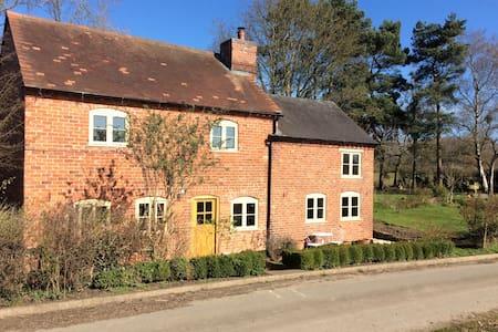 Romantic cottage, beautiful views! - Betton - Dom
