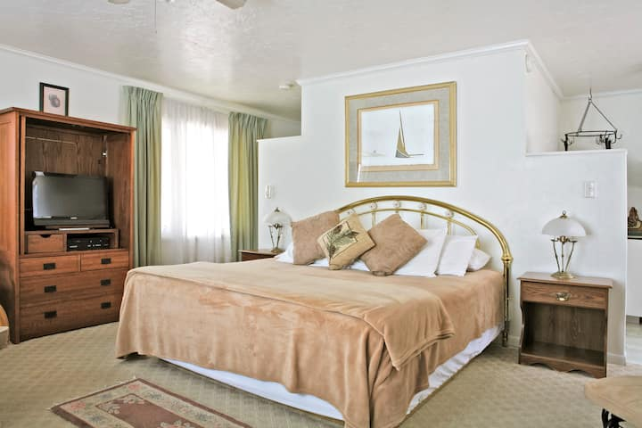 Garden King Suite at Peninsula Park View