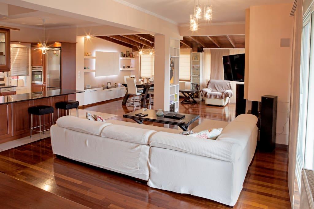Kosta's Family House Corfu | Livingroom
