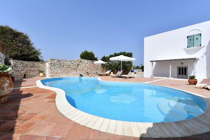 Apartment Anemolia 2 with common pool