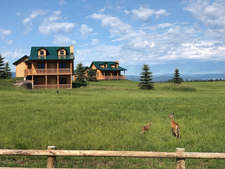 NEWER CABIN, GREAT VIEWS (750 SQ. FT.)