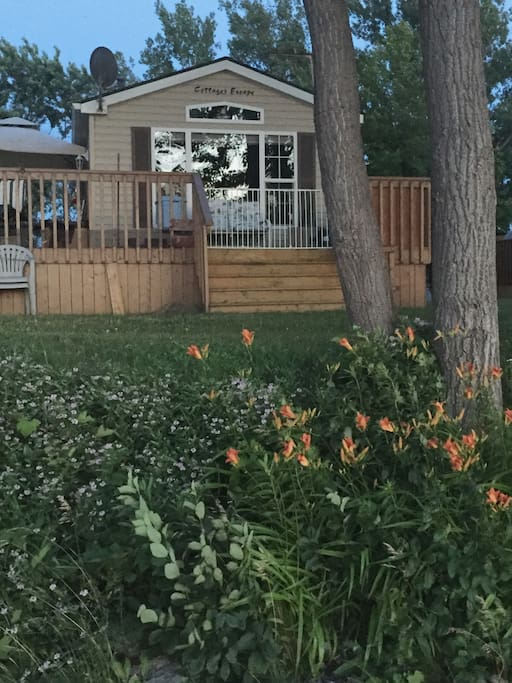 Family Oriented Cottage on East Lake minutes from Sandbanks Provincial Park