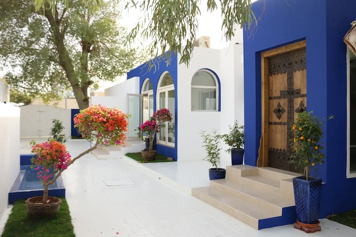 A true Emirati home by the Beach / Entire House