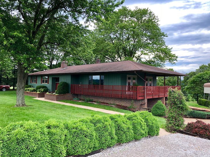 Forest Gates Relaxing Getaway Home- Shawnee Forest
