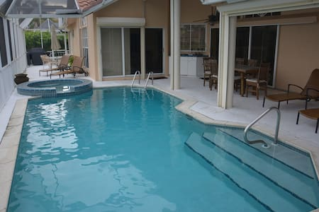 Waterfront Paradise with Huge pool - Marco Island