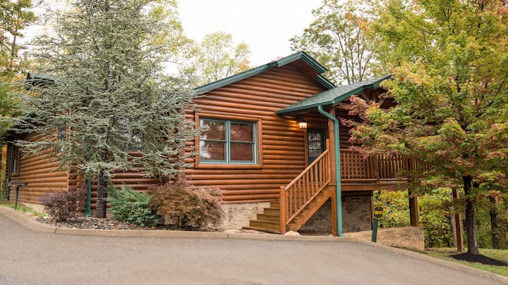 Beautiful 1 Bedroom Cabin in Gatlinburg Falls