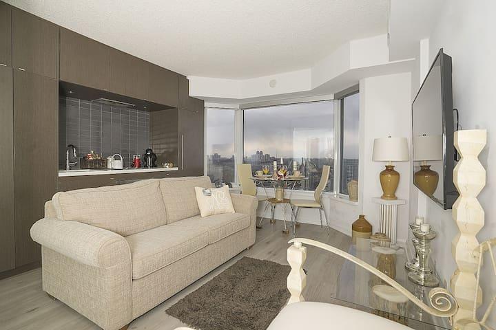 *Exclusive Suite at Yorkville plaza condominium!*