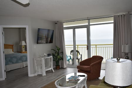 Awesome Oceanfront 3 BR linens/towels included