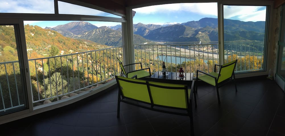 Townhouse with stunning panoramic views. - Le Broc - House