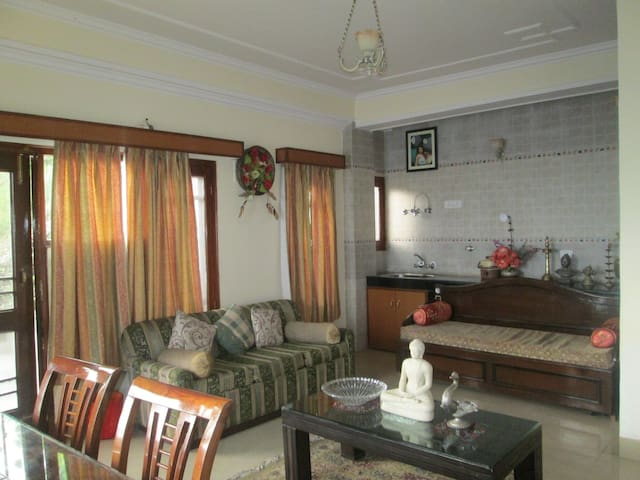 Family Room- Stunning views from private balcony. - Shimla - Huis