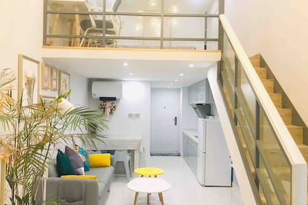 【暖阳】现代简居Loft/免费停车/餐具厨具齐全/无线WiFi/适合室内摄影