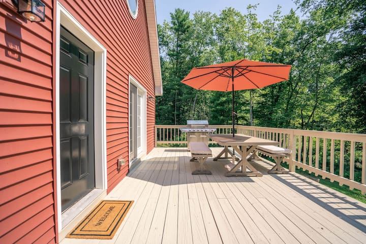 The Grove: Modern Lofted Cottage w/fire pit & 30 Min from Hunter Mountain