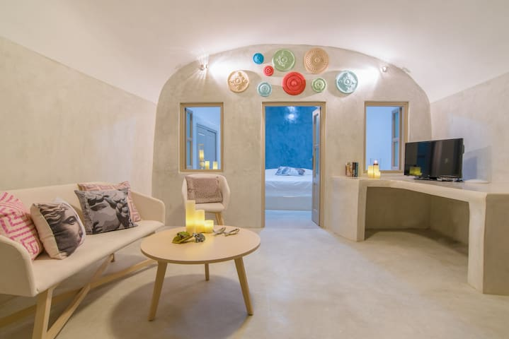 See Santorini House with private Jacuzzi & Parking