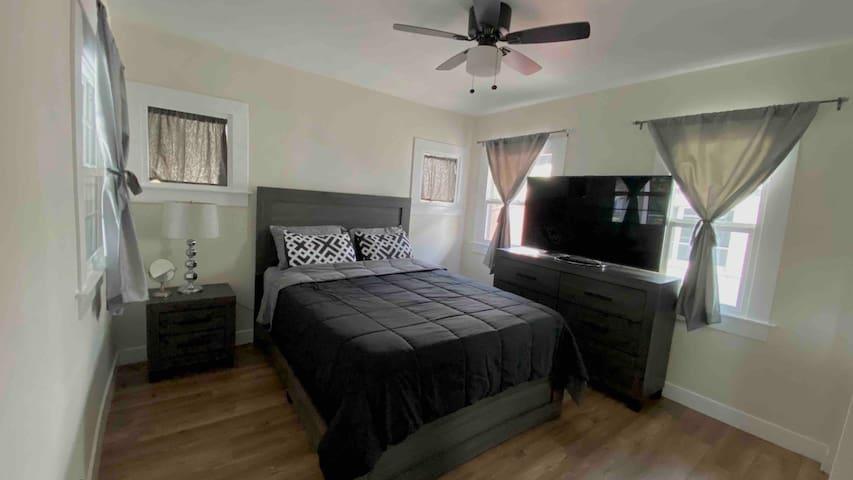 Private Remodeled Room 20min from Everywhere