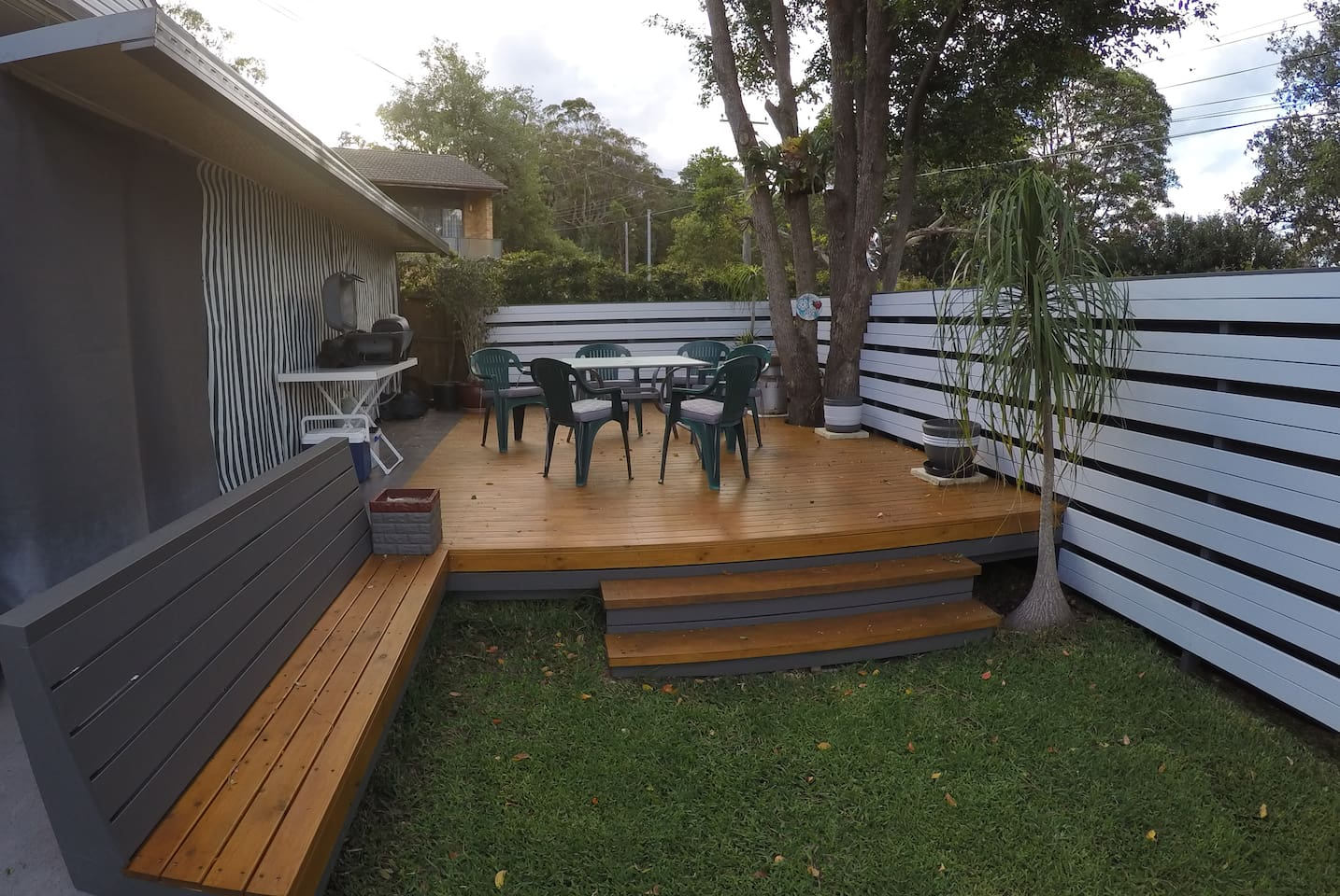 Private, outdoor BBQ entertainment area (for your exclusive use)