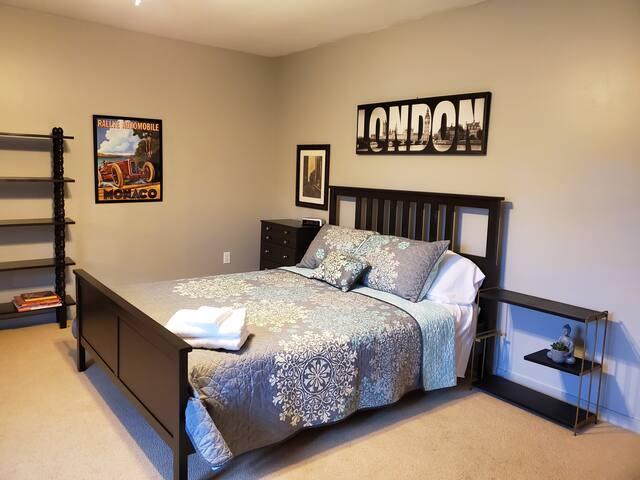 Unique Two-Bedroom Suite Blocks from Miami U