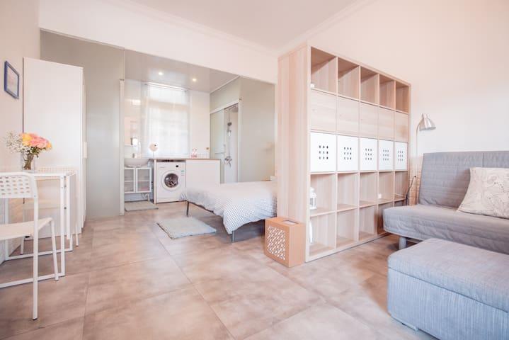 琳House SH RoomB整套独立卫浴迪士尼民宿优惠接送免费停车100平米露天花园烧烤空气净化器