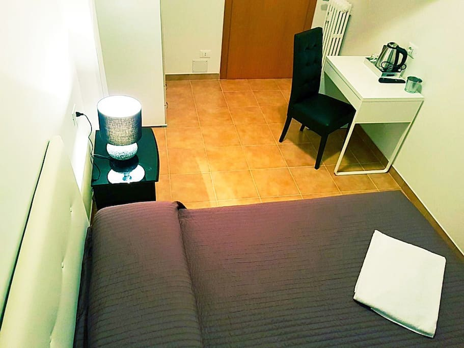 Nice new and comfortable room ,economy budget at the metro station Furio Camillo