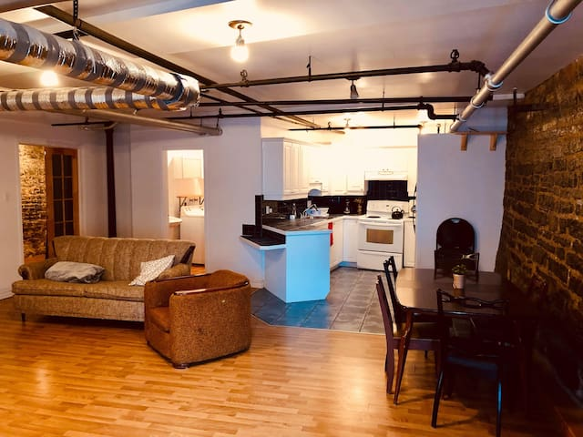 Cozy and chic industrial looking 1BR apt old QC!