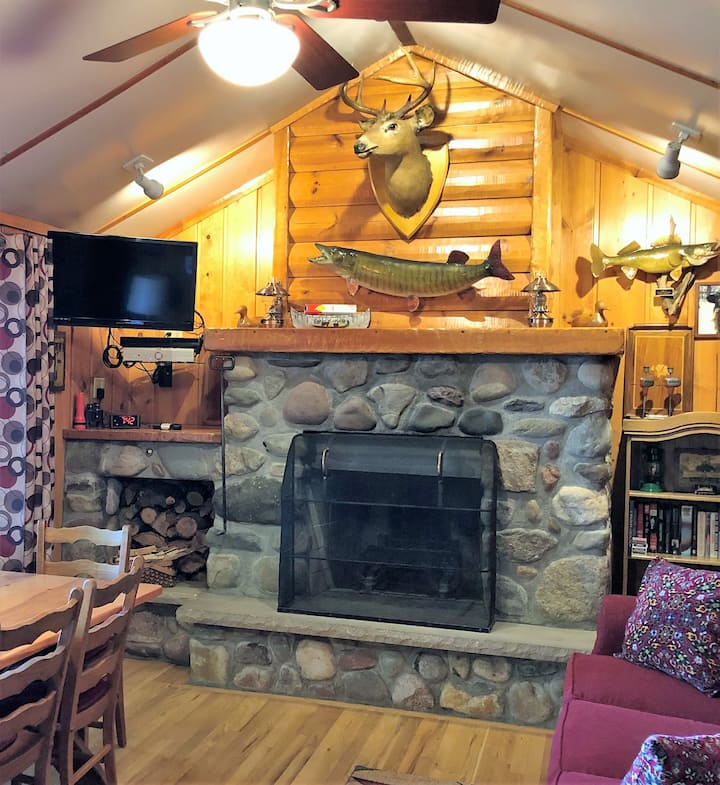 NEW LISTING! Maki Cabin - Hiller Vacation Homes