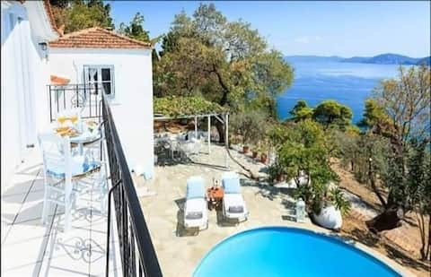 Villa Kanaris-2bedroom with stunning sea view.