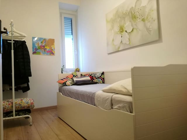 Small room, cheap, close to centre - Trieste - Apartment