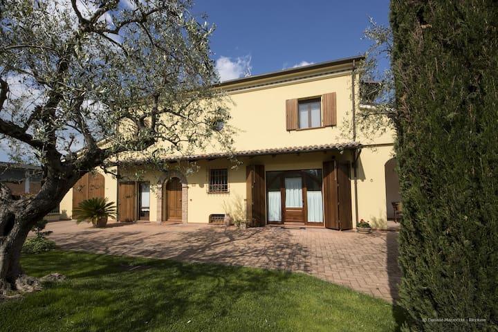 Casa Mavròn al centro della tua vacanza.