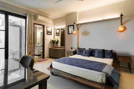 KUDOS! Sunny Artistic Private Room, Vasant Kunj K