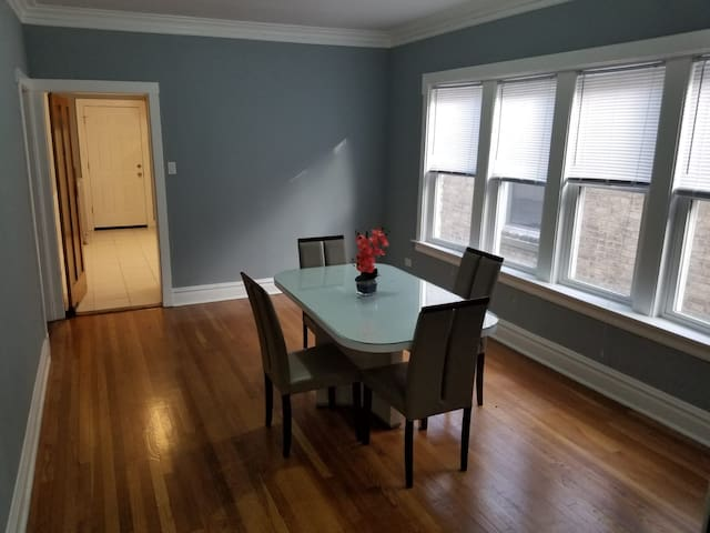Spacious homely feeling apartment in Jefferson Prk