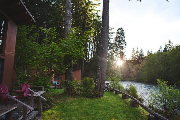 LOLOMA LODGE - Riverfront Cabin #1