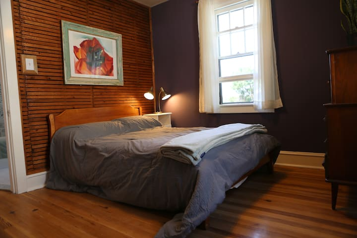 Quiet & Cozy Room in Beautiful Home Near Philly