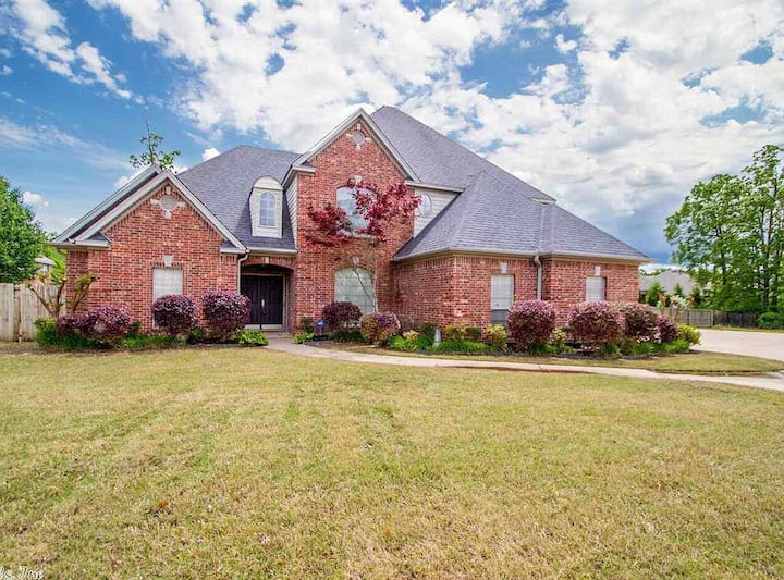 Executive home with plenty of space to entertain!