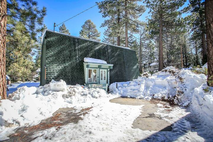 Summit Paradise Cabin~Cozy Loft~Foosball~Fireplace~Huge TV~WiFi~Walk To Slopes~ - Big Bear Lake - Rumah